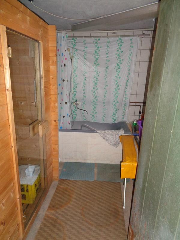 Saunabereich mit Wanne