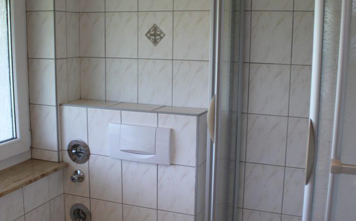 ZG1_Kind_Bad mit Dusche